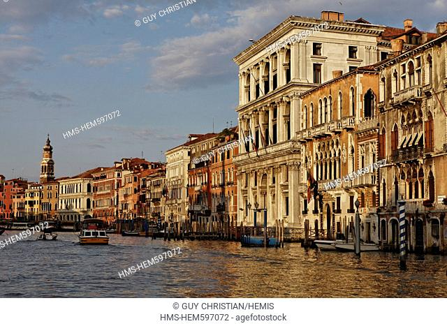 Italy, Venetia, Venice, listed as World Heritage by UNESCO, San Marco district, Grand Canal near Rialto