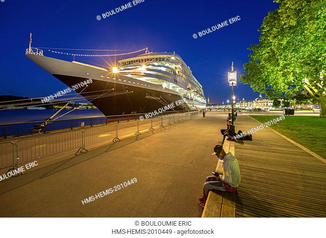 France, Gironde, Bordeaux, area listed as World Heritage by UNESCO, Prinsendam cruise ship on the docks