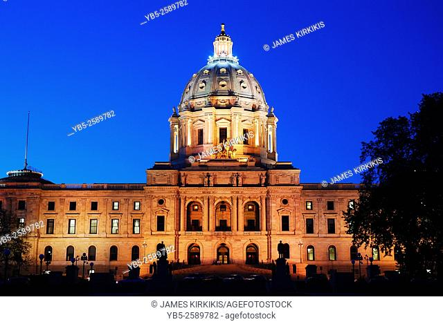 Floodlit Minnesota State Capitol, St Paul