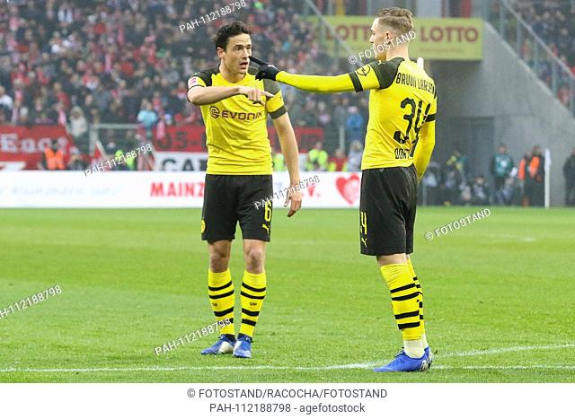 Mainz, Germany November 24, 2018: 1. BL - 18/19 - FSV FSV FSV Mainz 05 vs. Bor. Dortmund v.li. Thomas Delaney (Dortmund) in conversation with Jacob Bruun Larsen...