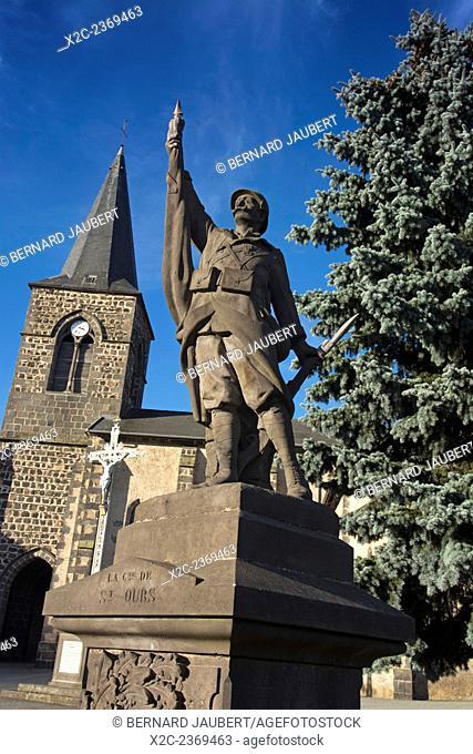 France. Puy de Dôme. Auvergne. Village of Saint Ours. Monument war