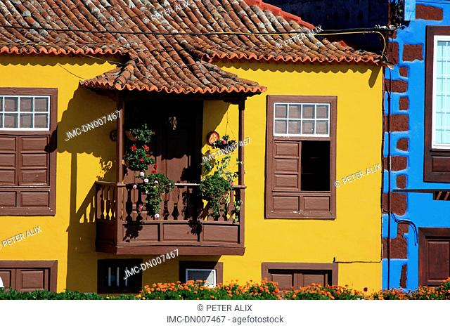 Spain, Canary islands, La Palma, Tazacorte, flowery balcony