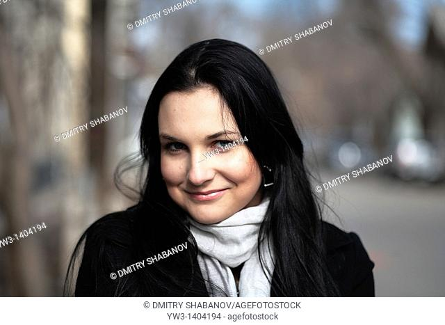 Close-up portrait of a beautiful 20-25 years women outdoors in the spring