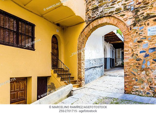Chorro Gordo arch. Jewish Quarter. Guadalupe, Cáceres, Extremadura, Spain, Europe