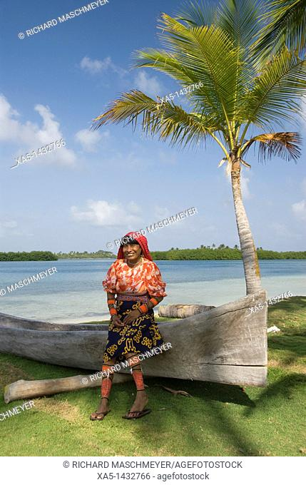 Kuna woman, Yandup Island, San Blas Islands also called Kuna Yala Islands, Panama