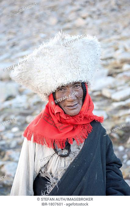 Tibetan Buddhism, portrait, pilgrim with a big hat, in traditional costume, ascend to the Dolma La Pass, pilgrimage route around the sacred Mount Kailash