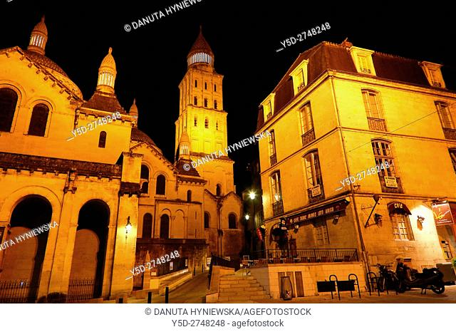 old town of Périgueux, Saint-Front Cathedral on left, World Heritage Sites of the Routes of Santiago de Compostela in France, Dordogne, Aquitaine, France