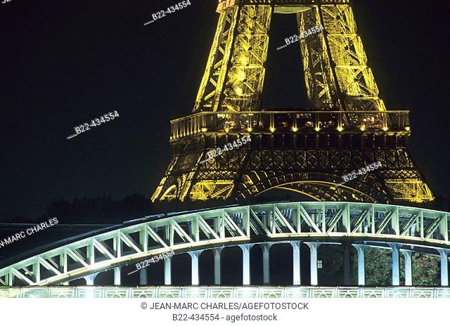 RER C, bridge and Eiffel tower. Paris. France
