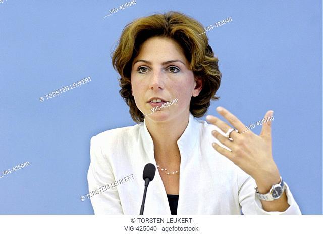 Sabine Baetzing, MdB, SPD, Drogenbeauftragte der Bundesregierung, waehrend einer Pressekonferenz zu dem Thema: Vorstellung des Drogen- und Suchtberichts