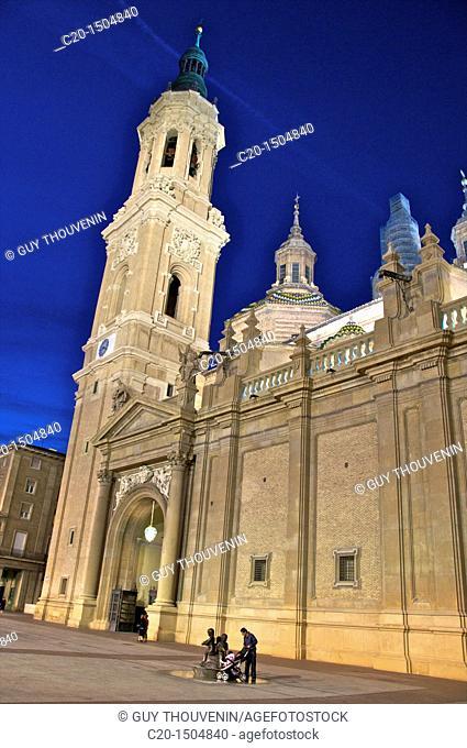 Nuestra senora des Pilar basilica,tower,at night, Zaragossa, Aragon, Spain