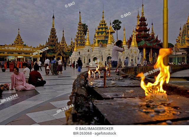 Shwedagon Pagoda, Yangoon, Rangun, Myanmar, Burma