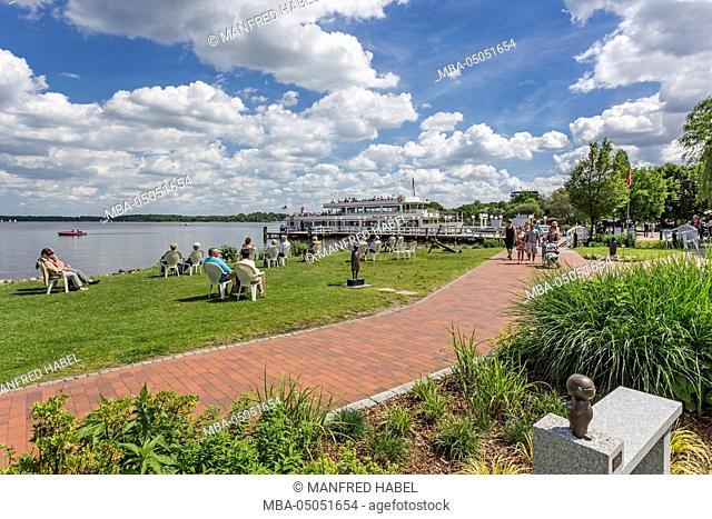 Lakeside promenade, health resort park, pier, cruise vessel 'MS Bad Zwischenahn', Bad Zwischenahn, Ammerland, Lower Saxony, Germany