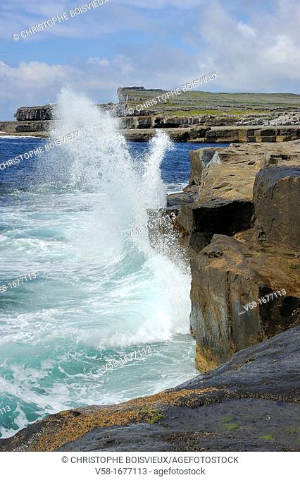 Ireland, County Galway, Aran Islands, Inishmore, The ocean near Poll na Bleist