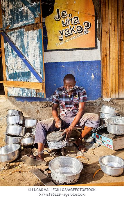 Repairer of pots, in the fishing village of Kolunga, Rusinga Island, Lake Victoria, Kenya