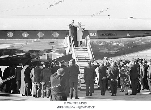 Queen of England Elizabeth II and her husband prince Philip of Edimburgh leaving from Fiumicino airport after their visit to the capital, waving the crowd