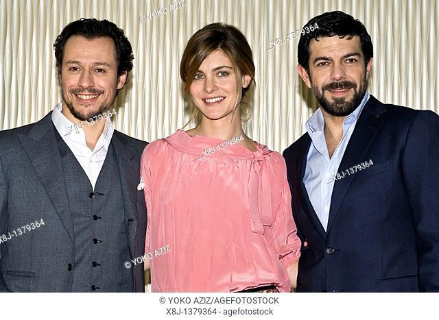 01 03 2011, Milan, Film photocall 'La vita facile'  Stefano Accorsi, Vittoria Puccini, Pierfrancesco Favino