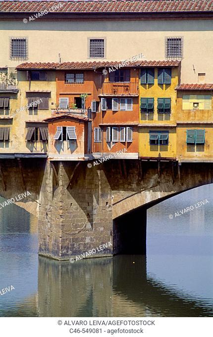 Ponte Vecchio bridge on river Arno, Florence. Tuscany, Italy