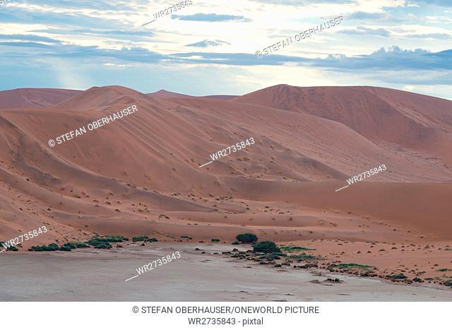 Namibia, Hardap, Sossusvlei, dune landscape under cloudy sky, dune landscape before sunrise