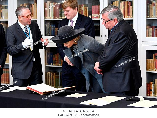 Queen Maxima and King Willem-Alexander (2.f.l) of the Netherlands standing with the director of the Goethe and Schiller Archives, Bernhard Fischer (L)