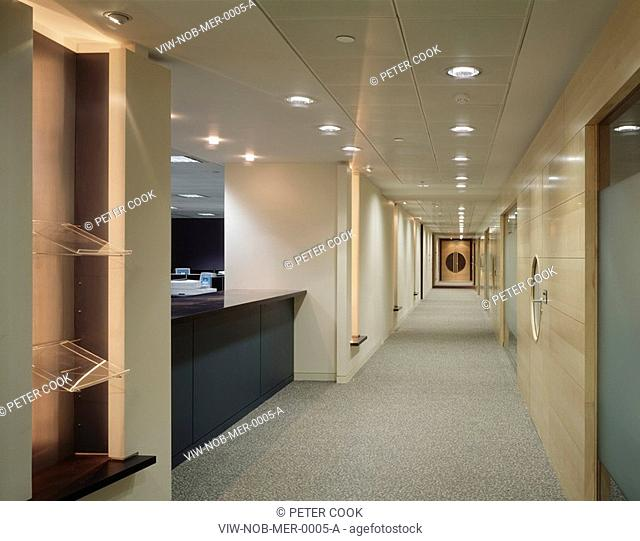 MERRILL CORP, FINSBURY PAVEMENT, LONDON, EC2 MOORGATE, UK, NOBLE ASSOCIATES, INTERIOR, CORRIDOR WITH VIEW TO OPEN OFFICE