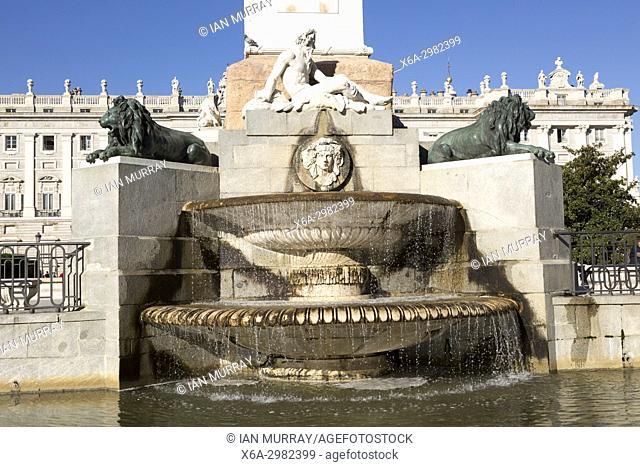 Plaza de Oriente water fountain with Palacio real, Royal palace, Madrid, Spain