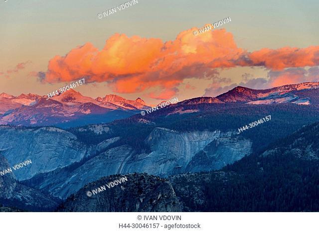 Glacier Point at sunset, Yosemite National Park, California, USA