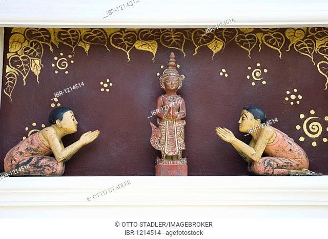 Wood cariving, Thai figures pray to Buddha figure, Sukhothai, Thailand, Asia