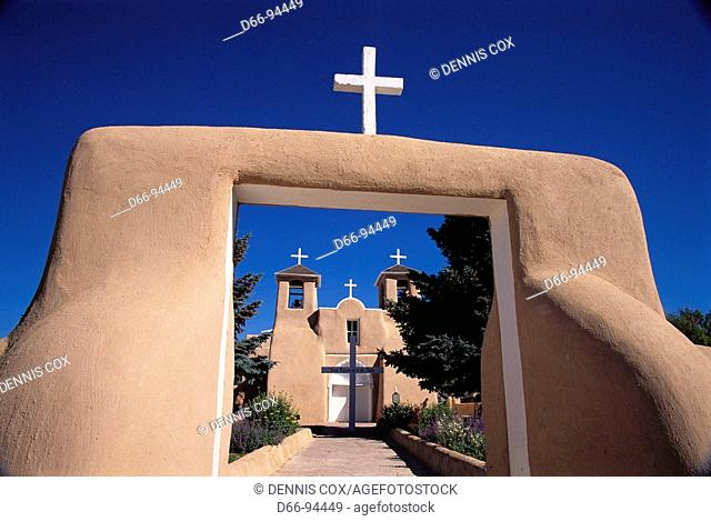 San Francisco de Asís Church built in 1815 by Franciscans, Ranchos de Taos. New Mexico, USA