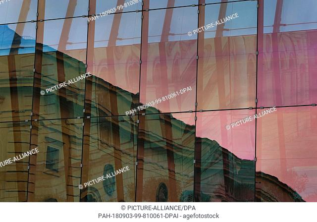 03.09.2018, Bavaria, Munich: The historic building of the Marstall is reflected in the colorfully glazed facade of the rehearsal building of the Bavarian State...