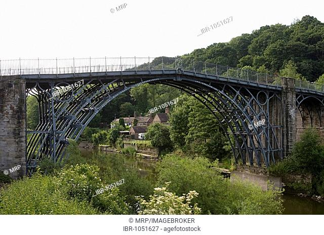 Ironbridge crossing the river Severn, first iron bridge worldwide, built by Abraham Darby in 1779, in Telford, Shropshire, England, Great Britain, Europe