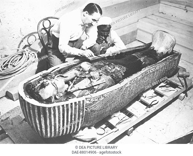 Egypt - Valley of the Kings, November 1922. Discovery of the Tomb of Tutankhamun. Howard Carter examining the interior of the sarcophagus
