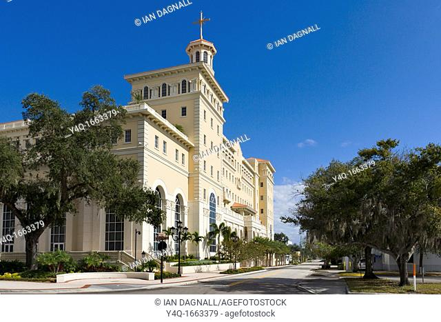 The new 'Super Power Building' on Fort Harrison Avenue in downtown Clearwater, spiritual headquarters and mecca of the Church of Scientology, Florida, USA