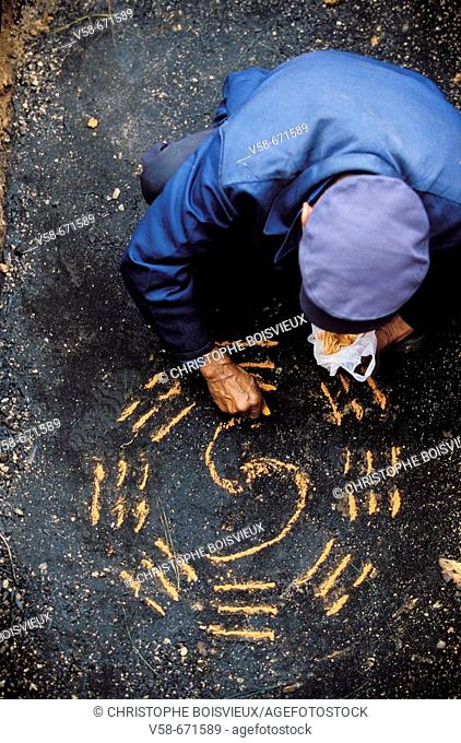 Feng shui expert tracing the bagwa, the 8 sacred trigrams, on the tomb's ground, han funeral, pingtang, guizhou, China