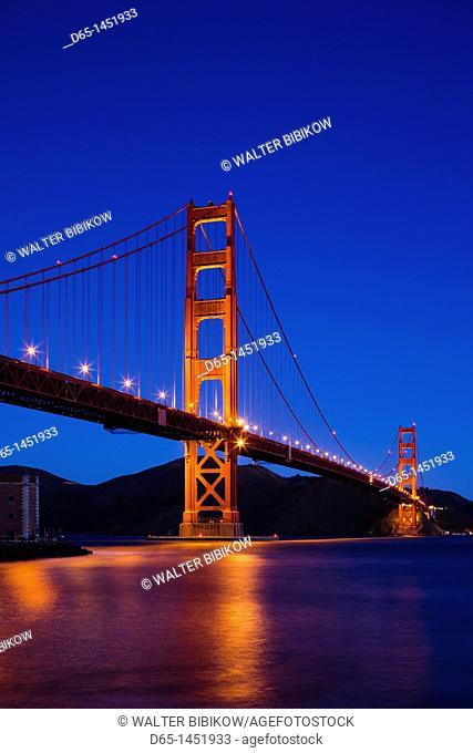 USA, California, San Francisco, The Presidio, Golden Gate National Recreation Area, Golden Gate Bridge from Fort Point, dawn