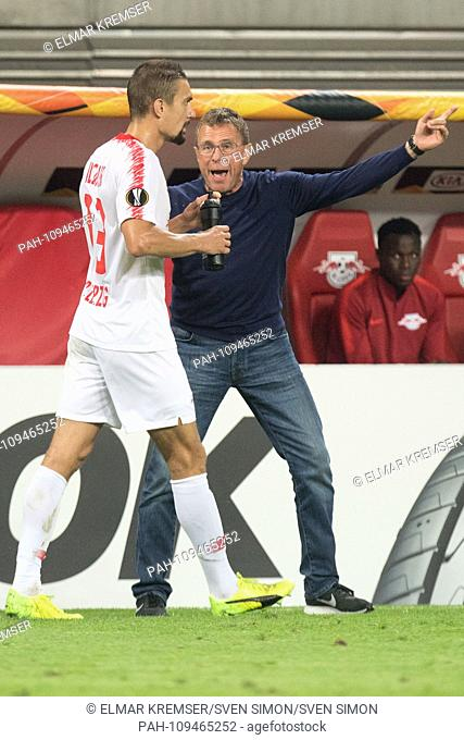 Stefan ILSANKER (left, L) gets instructions from Ralf RANGNICK (coach, sports director, L), instruction, full figure, upright format, gesture, gesture