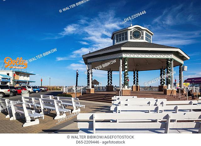 USA, Delaware, Rehoboth Beach, boardwalk bandstand