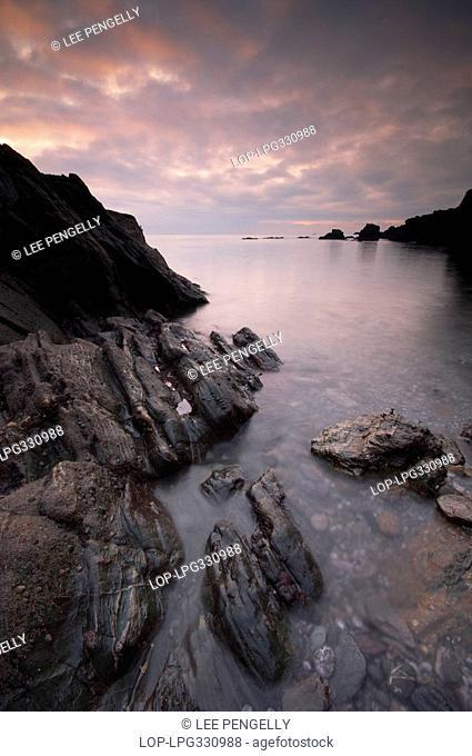 England, Devon, Dartmouth, Dawn over the small cove below Dartmouth castle