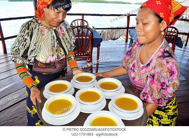 San Blás Panama: Kuna women serving soup at Yandup Lodge, on a little island of Kuna Yala