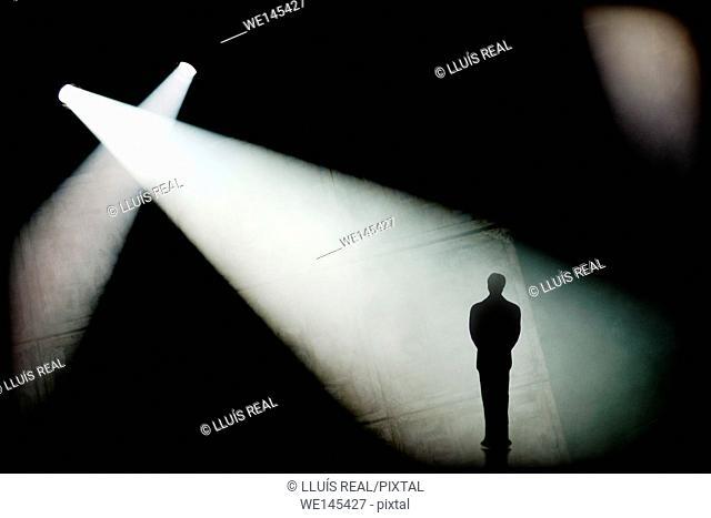 iluminacion, hombre, solo, uno, espectante, lighting, man, alone, one, expectant
