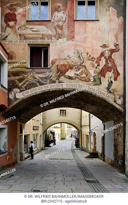 Archway to Grueben lane, Burghausen, Upper Bavaria, Bavaria, Germany, Europe