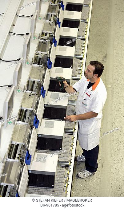 Employee of the computer production at the function test, final inspection of a PC at the Fujitsu Siemens GmbH in Augsburg, Bavaria, Germany, Europe
