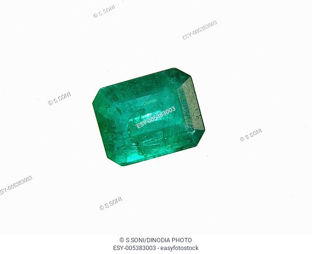 One emerald panna gems according to astrology represents mercury planet