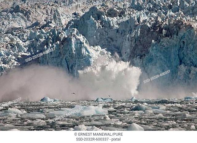 USA, Alaska, Le Conte Glacier, ice splashing into water
