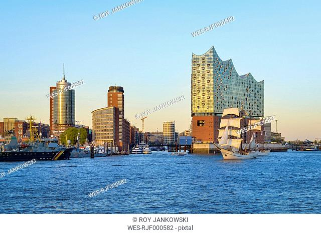 Germany, Hamburg, Hafencity with Elbe Philharmonic Hall
