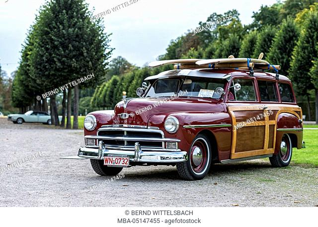 Schwetzingen, Baden-Württemberg, Germany, Plymouth Woody Suburban, year of manufacture 1950, Classic gala, Concours d'Elégance in the baroque castle grounds