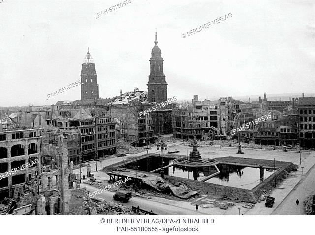 This undated photo from 1945 shows the water basin and the Kreuzkirche (Church of the Holy Cross) at the Altmarkt (Old market) in Dresden