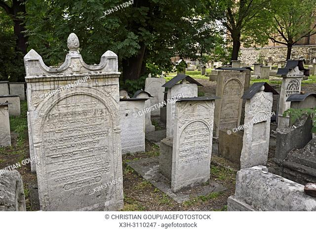 Old Jewish Cemetery adjoining the Remuh Synagogue, District of Kazimierz, Krakow, Malopolska Province (Lesser Poland), Poland, Central Europe
