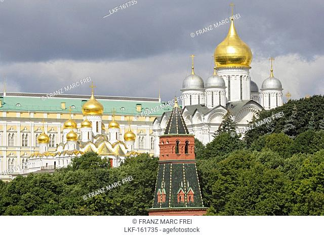 A riverside view of the Kremlin from left to right, Grand Kremlin Palace, Cathedral of the Annunciation, Cathedral of Archangel Michael, Moscow Kremlin, Moscow