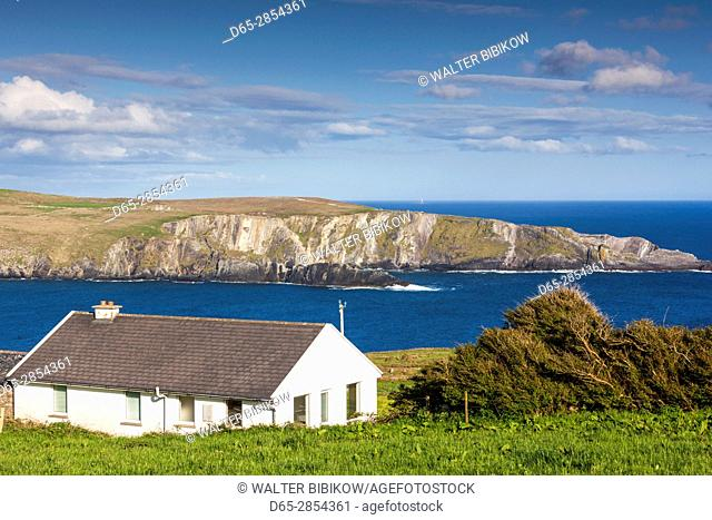 Ireland, County Cork, Mizen Head Peninsula, Mizen Head, landscape with traditional house