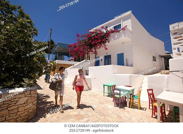 Tourists in front of the whitewashed houses in town center Chora, Koufonissi, Cyclades Islands, Greek Islands, Greece, Europe